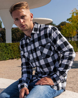 Hemden von der Marke Build Your Brand namens Checked Flannel Shirt in der Farbe Black