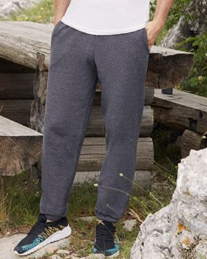 Hosen von der Marke Fruit of the Loom namens Classic Elasticated Cuff Jog Pants in der Farbe Black