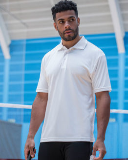 Poloshirts von der Marke Just Cool namens Cool Smooth Polo in der Farbe Arctic White