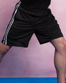 Hosen von der Marke Gamegear namens Classic Fit Sports Short - Side Stripes in der Farbe Black