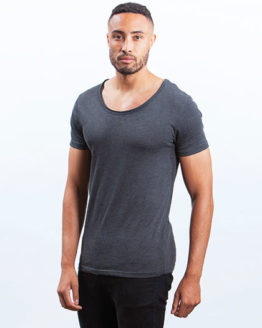 T-Shirts von der Marke Mantis namens Men`s Raw Scoop T in der Farbe Black