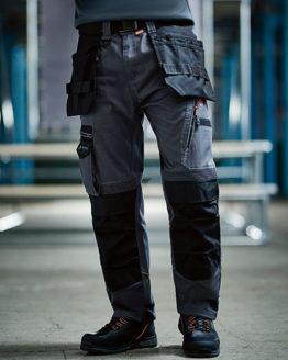 Hosen von der Marke Regatta Tactical namens Execute Holster Trousers in der Farbe Black