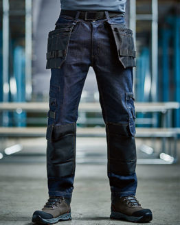 Hosen von der Marke Regatta Tactical namens Deductive Denim Trousers in der Farbe Dark Denim