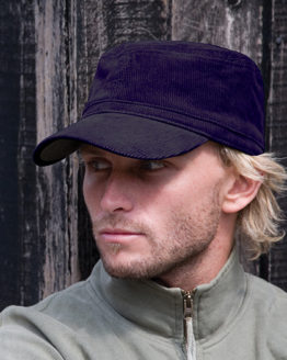 Caps von der Marke Result Headwear namens Urban Trooper Corduroy Cap in der Farbe Black