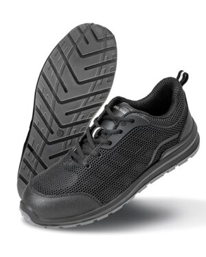 Schuhe von der Marke WORK-GUARD namens All Black Safety Trainer in der Farbe Black