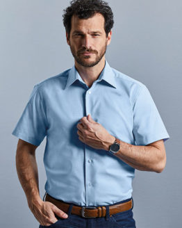 Hemden von der Marke Russell Collection namens Men`s Short Sleeve Tailored Oxford Shirt in der Farbe Black