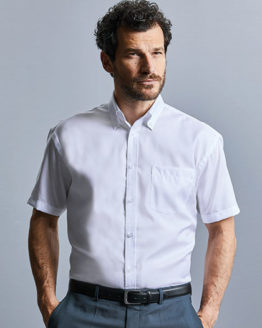 Hemden von der Marke Russell Collection namens Men`s Short Sleeve Classic Ultimate Non-Iron Shirt in der Farbe Black
