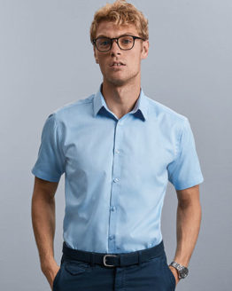 Hemden von der Marke Russell Collection namens Men`s Short Sleeve Tailored Herringbone Shirt in der Farbe Light Blue